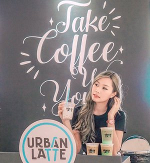Yes? Oh ini Orange Blossom with Pink Bubble 👌🏻This's one of their best seller and @urbanlatteid Now Brewing at @pakuwonmallsby B1 (nearby Lotte Mart). PROMO :- Buy 1 Get 1 Khusus pemegang Kartu Urban Latte Privilege ( 14-25 Agust) - Cashback 45% pakai Go-Pay- Cashback 20% + 18% pakai Cashback app- Buy 2 Get 3 pakai debit Mandiri Gold/ Platinum (s/d 31 Agust) ..Jgn lupa join Photo competitionnya berhadiah HP Samsung!!! Further info >>> @urbanlatteid ..#workwithtorquise #clozetteid #urbanlatteid #urbanlattesurabaya