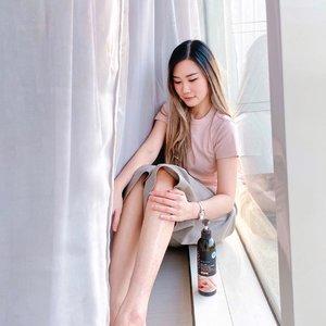 Love at the first touch 🥰Beneran in love bgt sama lotionnya @mutouch_indonesia 🙌🏻 Uda wanginya enak, gak lengket, beneran bisa bkin kulit jd moist pula! Halal n uda ada BPOMnya jugaa. Kudu banget baca Review lengkapnya di BLOGku 👌🏻 Click Link On My Bio 💋....#MuTouchIndonesia #WorkWithTorquise #BloggerSurabaya #SurabayaBeautyBlogger #Clozetteid