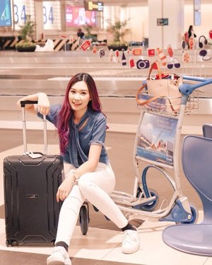 Touch down at @changiairport ✨Well, any recommendations? Will be here until sunday~#abellinSG #clozetteid #cotd