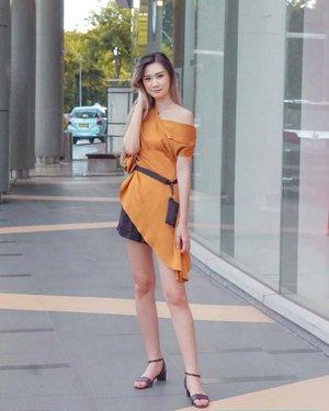 FRIYAY 🙌🏻 Lately into this color 🍂  Can u feel fall season's comming?  . . . Wearing @cottonbellshop top and Sako bag by @markaindonesia ✨ #TorquiseWear #IamCottoners #BelidiCottonBelle #Clozetteid #BloggerSurabaya #SurabayaBeautyBlogger