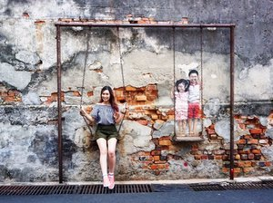 Fav and well know Street art Photo spot in @visitpenang ✨The queue pretty long but worth to wait since the IT spot☺️Not just tourist but many locals also join the queue~#abellinpenang #clozetteid #cotd #penangisland