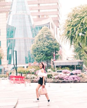 I call it strolling around with style and blending with the flower background 🌸  #abellinsg #singapore #clozetteid #cotd