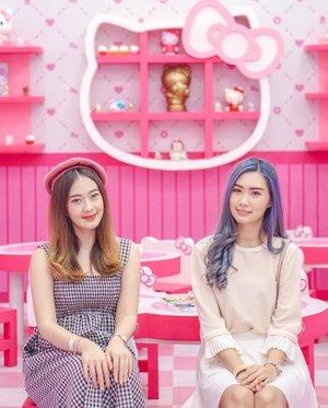 Welcome to Hello Kitty House 🥰Uber cute banget kan yaa rumahnya? Semua sudut instagramable!! Kemarin amanda n @gracehany having so much fun 🥰... Open: 17 January - 2 February 2020!!! 📍Atrium @ciputraworldsby Harga tiket : Senin - Jumat: 35k Sabtu - Minggu: 50k👉🏻 Ada sesi Meet n Greet bareng Hello kitty & My Melody Free tiap Jumat- Minggu dengan menukarkan struk belanja min 150.0000 di retail Hello Kitty dan 200.000 dari seluruh tenant di CWS.Jangan lupaa mampirr~..#CWSHelloKitty2020 #CWSHelloKittyContest #CiputraWorldsby #Bloggersurabaya #Clozetteid#Workwithtorquise