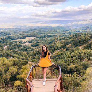 "Morning!!✨""Puncak Songgo Langit"" 🏞First time ke sini dan amaze dgn viewnya, gak gampang buat sampai ke puncak ini. Soalnya jalannya cukup naik turun dan panjang. Sampai d ""tarik"" @jovassago 🙄 thanks yaa~ ••📸 @jovassago #clozetteid #explorejogjabarengJA #jogja #jalanjalanjogjakarta"