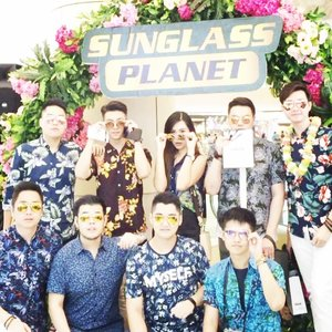 """What a great event!!! I can't deny that this's really fun and pecaahh!! Thank you so much for inviting @sunglassplanet 🙌🏻 Actually we didn't planned this but here a boomerang with koko"""" hitz Surabaya : @tommytarumanegara @vickyyuwono @flix_ss @dsunarko @michaelgwn @hendrikpyong @yudhisusanto_ 🥂 • • #mysexytropical #sunglassplanettp6 #sunglassplanettropicalfest • • #clozetteid #cotd #lykeambassador #beautynesiamember"""