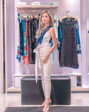 "Edisi sayang ✌🏻 Wearing salah satu koleksi terbarunya @bateeqshop ""Sejari"" yg kmrn lalu special preview di @pakuwonmallsby  Sayangnya g ada ready stock 🤧 Thank you gorg hosts @chyntianh & @esthergracia for inviting 💋 . . . #clozetteid #bloggersurabaya #fashion #sejari #iwearbateeq #torquisewear"