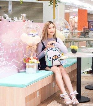 "[Swipe] Katanya senyum itu nular! Siapa sih yang ga senyum"" kalau karakternya unyu kyk gni?! 🦄 @kokumi_ciputraworldsby Sudah Buka!! Promo Buy 1 Get 1 FREE hanya sampai besok! Cuss ke sanaa 🥰Uenak"" yg suka boba kudu Okinawanya nih! Kalau suka yg seger"" Coba Lemonade nyaa🙌🏻..#workwithtorquise #bloggersurabaya #clozetteid #surabayahits"