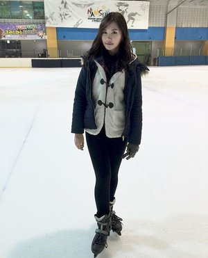 First time play this and it's so much fun 😆� • • • • • • • #picoftheday #photograph #iceskating #korea #igers #instagood #instagram #instalike  #instamood #instadaily #like4like #tagsforlikes #happy #holiday #havingfun #photooftheday #winter #style #COTD #clozetteID #webstyle #webstagram #night #yolo #fun #enjoy #life