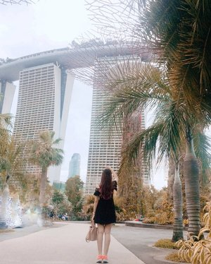 I keep my love in the photograph 📸 Can't ge enough of #Singapore but, well see y next time~ @visit_singapore @marinabaysands @marinabaysg #AbellinSG #Singapore #Clozetteid #cotd