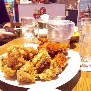 🍺Our dinner for tonight🍗 ✔️Crunchy ✔️Sweet ✔️Tasty #eatwithtorquise #TQinKorea #clozetteid