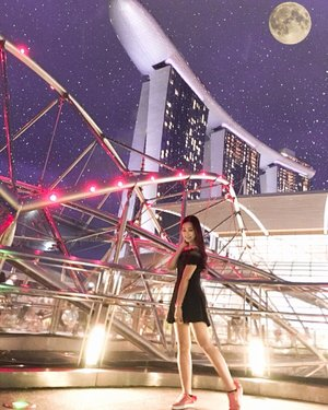 Dancing under the moonlight 🌕 and @marinabaysands @marinabaysg ...💃🏻 Well, since i got my pink @puma X @blackpinkofficial shoes too 💕  #AbellinSG #clozetteid #cotd #singapore