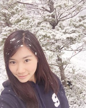 Let it snow �� let it snow ⛄� let it snow🎶 First snow touch down in town � Do you wanna built a snow man?? 😌 • • • • • • #photooftheday #like4like #likeforlike #TagsForLikes #igers #instagood #instagram #instalike #instadaily #instamood #snow #bestoftheday #enjoy #korea #schoollife #webstyle #webstagram #clozetteID #cotd #happy #havingfun #play