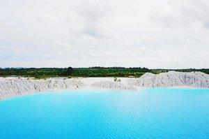 Just a little reminder to go back to this wonderful place. 😍 #ClozetteID #StarClozetter #explorebangka . . . . . #travel #blue #sky #clouds #cloud #cloudy #water #waters #kaolin #danaukaolin #airbara #danaukaolinbangka #bangkabelitung #babel #explorebabel #green #trees #bluewater #bluelake #bluewaters #bangka #indonesia #2016