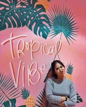 Tropical vibes. 🌿 📸: @deahamdan or @gianciana or @cyndaadissa 😂 #bangkok #cafehopping #thejournale #thejournalejourney #clozetteid #explorebangkok #bangkokthailand #siamsquare #bangkokspirit