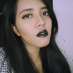 """Kak, rekomendasi lipstik yg ga bikin bibir item dong!"" #blacklips #darklips #lagirlvelvet #beautydoodleblog #beautyblogger #clozetteid #blogger #ibb #beautybloggerid"
