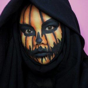 Aku lg jadi labu tau, labu oren yang buat Halloween. Bukan labu siem, dikata sayur lodeh entar :')---Inspo: @hailtothehair---Details:• @officialsnazaroo Classic Face Paint White• Water Based Professional Body Art• @beautyglazed Color Studio Pressed Powder Eyeshadow---#wakeupandmakeup #undiscovered_muas #makeuptutorialsx0x #allmodernmakeup #makeupforbabesx #tampilcantik #tutorialmakeuplg@100daysofmakeup #100daysofmakeup#100daychallenge @beautybloggerindonesia #beautybloggerindonesia #beautiesquad @beautiesquad @indobeautysquad #indobeautysquad @indobeautygram #indobeautygram #clozetteid  #31daysofhalloween #halloweenmakeup #31daysofhalloweenmakeup #jackolantern