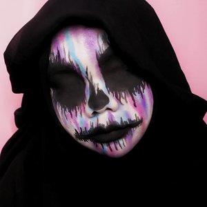Mau jadi Paddle Pop Rainbow tapi mau jadi cetan cetanan juga, bingung.---Inspo: @danamarieartistry---Details:• @snazaroo Classic Face Paint White• Water Based Professional Body Art• @beautyglazed Color Studio Pressed Powder Eyeshadow---#wakeupandmakeup #undiscovered_muas #makeuptutorialsx0x #allmodernmakeup  #makeupforbabesx #tampilcantik #tutorialmakeuplg@100daysofmakeup #100daysofmakeup#100daychallenge @beautybloggerindonesia #beautybloggerindonesia #beautiesquad @beautiesquad @indobeautysquad #indobeautysquad @indobeautygram #indobeautygram #clozetteid  #31daysofhalloween #clownmakeup #horrormakeup #fantasymakeup #halloweenmakeup #skullmakeup #skull #skullart #halloween