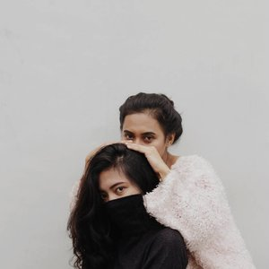 You couldn't handle us even if we came with instructions 📸 : @aghiaismail....#clozetteid #postthepeople #visualgang #visualoflife #makeportrait #vsco #goodvibesonly #goodlife #l4l #aesthetic #blissandglaze