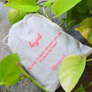Sedikit sumbangsih untuk menjaga bumi ala gue, ya dengan ganti kemasan plastik produk @heyjab_ pakai kemasan yang lebih sustainable, pouch ini bisa jadi tempat untuk nyimpen koin, gincu atau nyimpen hijabnya kembali. Emang belum 100% #ZeroWaste sih, cuma yaa perubahan itu kan baiknya yang kita mulai dengan segera, perlahan & konsisten, setuju? Untuk kamu yang mau lihat koleksi kerudung instan yang gue bikin, bisa cek di @heyjab_ yah.. #ZeroWaste #sustainable #sustain #ecofriendly #clozetteid