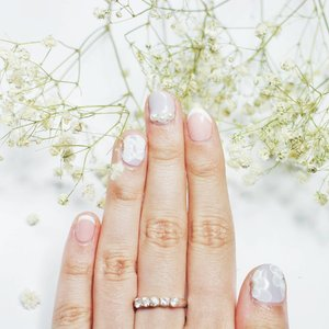 Nothing like a good freshly-painted nails 💕 • • • • #beautynesiamember #ClozetteID #beautyblogger #beautybloggerindonesia #bblogger #bloggerbabes #indonesiabeautyblogger #indobeautygram #nailsaddict #gelnails #nailart #nailsobsession #pastelnails