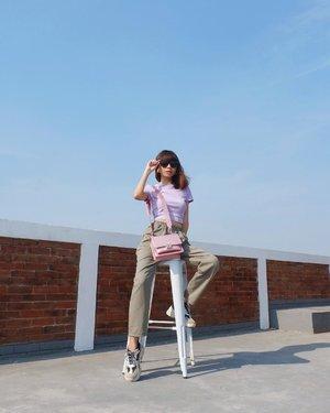 Suka banget foto foto di lantai paling atasnya @rumanamiresidence 😍💙 ( tap for details ) 📸: @edi.jsp . . . . . #whatiwore #bloggerstyle #fashion #styleblogger #fashionblogger #ootd #lookbook #ootdindo #ootdinspiration #style #outfit #outfitoftheday #clozetteid