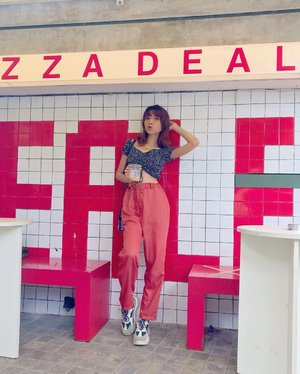 My fav spot at @pizzza.dealer and by the way, have a good day guys❤️ Wearing fav pants from @simple8thelabel 😍✨ ( tap for details ) 📸: @agaxpe . . . . . #whatiwore #bloggerstyle #fashion #styleblogger #fashionblogger #ootd #lookbook #ootdindo #ootdinspiration #style #outfit #outfitoftheday #clozetteid