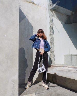 Fav spot at @suasana.kopi 😍☀️ ( tap for details ) 📸: @theladyulia  . . . . . #whatiwore #bloggerstyle #fashion #styleblogger #fashionblogger #ootd #lookbook #ootdindo #ootdinspiration #style #outfit #outfitoftheday #clozetteid