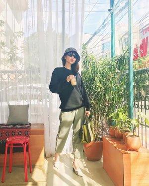How's your Sunday guys?✨ Belum sempet ke @kopitokodjawa yg di Bandung, akhirnya belum lama ini ke yg di Menteng dulu hehe suka bgt sm vibesnya! Kopinya jg aku suka! Bakalan balik kesini lg sih😍 ( tap for details ) . . . . . #whatiwore #bloggerstyle #fashion #styleblogger #fashionblogger #ootd #lookbook #ootdindo #ootdinspiration #style #outfit #outfitoftheday #clozetteid