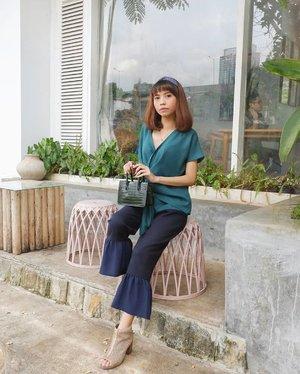 Semangat ya puasanya semua✨ 3 jam lg buka puasa kok hehe😊 ( tap for details ) 📸: @itselvinaa . . . . . #whatiwore #bloggerstyle #fashion #styleblogger #fashionblogger #ootd #lookbook #ootdindo #ootdinspiration #style #outfit #outfitoftheday #clozetteid