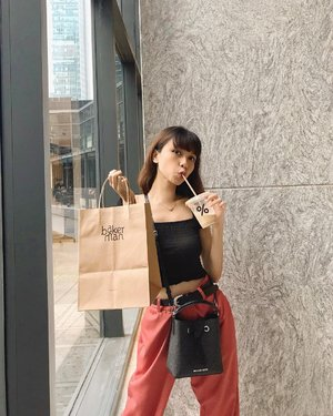 Happy kid😍With my fav croffle from @bakerman.id & fav cafe latte from @arabica.indonesia ❤️( tap for details ).....#whatiwore #bloggerstyle #fashion #styleblogger #fashionblogger #ootd #lookbook #ootdindo #ootdinspiration #style #outfit #outfitoftheday #clozetteid