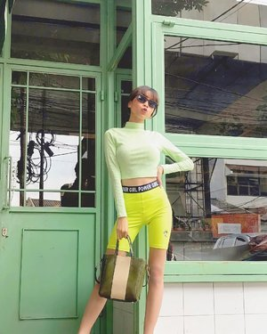 Shades of green💚 Wearing cute pants from @pomelofashion x The Powerpuff Girls✨ #PomeloGirls #ThePowerpuffGirls  ( tap for details ) 📸: @rimasuwarjono . . . . . #whatiwore #bloggerstyle #fashion #styleblogger #fashionblogger #ootd #lookbook #ootdindo #ootdinspiration #style #outfit #outfitoftheday #clozetteid