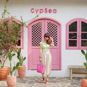 Serasa lagi di Bali hehe padahal ini di Kemang guys😍💕 @gypsea.kemang ini soft opening di tgl 27 Juli 2020✨ Gemas bgt tempatnya yaa😍 ( tap for details ) 📸: @rimasuwarjono . . . . . #whatiwore #bloggerstyle #fashion #styleblogger #fashionblogger #ootd #lookbook #ootdindo #ootdinspiration #style #outfit #outfitoftheday #clozetteid