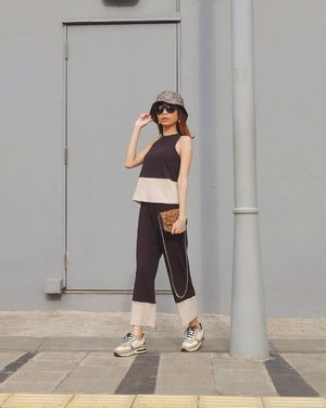 Suka bgt kalo Jkt cerah kyk gini☀️ Btw happy Sunday guys💜 Wearing two tone top & pants from @pomelofashion 😍 #pomelogirls ( tap for details ) . . . . . #whatiwore #bloggerstyle #fashion #styleblogger #fashionblogger #ootd #lookbook #ootdindo #ootdinspiration #style #outfit #outfitoftheday #clozetteid