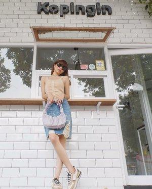Hi guys! Gimana hari Jumat kalian?✨ Aku selalu excited setiap Jumat karna udah berasa bgt gitu weekend nya hehe☺️✨ Anyway my fav skirt from @pomelofashion and cute bag from @skimpleseft 😍💜 #pomelogirls  ( tap for details ) 📸: @edi.jsp . . . . . #whatiwore #bloggerstyle #fashion #styleblogger #fashionblogger #ootd #lookbook #ootdindo #ootdinspiration #style #outfit #outfitoftheday #clozetteid