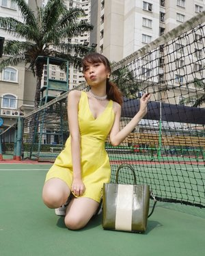Foto di lapangan tenis apart pas lg panas panasnya + anginnya kenceng haha tp happy✨ By the way, I'm wearing beautiful necklace from @luang.goods �✨ ( tap for details ) 📸: @edi.jsp . . . . .  #whatiwore #bloggerstyle #fashion #styleblogger #fashionblogger #ootd #lookbook #ootdindo #ootdinspiration #style #outfit #outfitoftheday #clozetteid