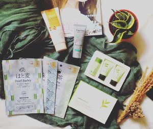 GIVEAWAY TIME! One winner will be chosen to each get: 🌹 Innisfree Green Tea Fresh Special Kit 🌹 Daiso Moisture Japan Almond Peeling Gel. 🌹Daiso Japan Rich Moist Essence Mask (matcha, pearl barley, black pearl). 🌹 Espoleur Hand Cream Lemon Grass . . . How to enter: 🐾Subscribe my newsletter. 🐾Visit and like my Facebook fanpage. 🐾Follow me on Twitter. 🐾Follow me on Instagram, repost, tag me with hashtag #Insommia1stGiveaway 🐾 Optional: share this to your friends!. . .  For more information look at this link -> http://bit.ly/1stgiveaway_insommia #giveaway #indonesiagiveaway #clozetteid #beauty #skincare #makeup #bodycare #daiso #innisfree #kumpulanemakblogger #indonesianbeautyblogger #beautyblogger #beautiesquad #indonesianfemaleblogger #bloggerperempuan