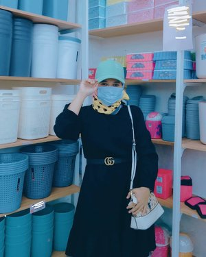 "Hello There... Jangan lupa kalau pergi"" selalu pakai masker ya. Stay safe and stay healthy! 🌻💛  . . .  #revanisanabellaootd #ootdhijab #Clozetteid #beautynesia #instagood"