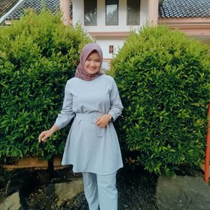 Push yourself, coz no one else is going to do it for you and don't forget keep giving positive vibes to everyone. *happy weekend* 💕 ...Ghea Set by @kittyshopgirls ...#clozetteid #revanisanabella #revanisanabellaootd #ootd #hijabootd #stylehijab