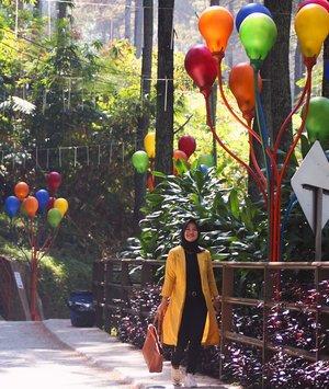 live a colorful life... 💛 ...#clozetteID #Revanisanabella #Dagodreampark #baloon #love