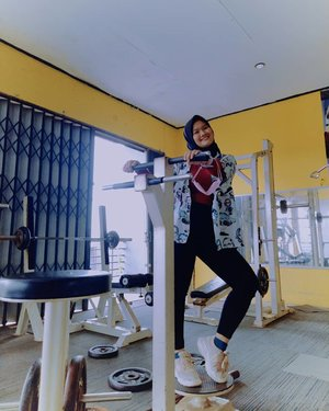(20.02.2021) You never know how much someone needed that smile you gave them and you never know how much ur kindness turned someone's entire life. HAPPY WEEKEND! ^^  . . .  #Clozetteid #selfreminder #revanisanabellaootd #hijaboottd #loveyourself #gym