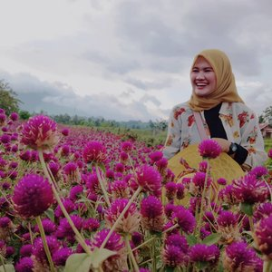 Petani bunga 😅 ... #clozetteID #Revanisanabella #flowergarden #Beautychannel #beautyrangerid #holiday #Tamanbunga