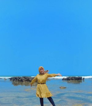 Good morning everyone... Semoga hari kalian menyenangkan! 😊 ... ... #clozetteID #revanisanabella #beautycommunity #beach #love