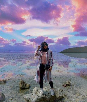 Jumat, 7 Juni 2019..Senja, waktu yang tak pernah terduga. Bisa saja dia hilang, bisa saja dia datang... Kadang indah kadang muram. :) .... ..#clozetteID #Revanisanabella #beach #Explorebanten #Beauty #love #sunset