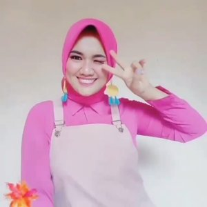 11-05-2020...What's your colour?Rainbow Challenge 🌈 with my beauties @beautyranger.id ..In frame :Red - @christysiahaan25 Yellow - @verawatii.sinaga Blue - me @gadishayu Purple - @syasabethan93 Green - @yuliasrisaragih Pink - @revanisanabella Black - @noviawids ....#beautyrangerID#revanisanabella#loverainbow #beautyrangerchallenge #colorchallenge #tiktokindonesia #tiktok #colourchallenge #rainbowchallenge#clozetteid