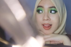 💚 using Beauty Glazed Color Board @beautyglazed  PRODUCTS :  @nameeraid face mist  @getthelookid Loreal Infallible Pro Matte @wardahbeauty Liquid Concelear 01  @wardahbeauty Eyexpert Optimum Hi-black Liner  @purbasarimakeupid Eyebrow Matic @thesimplicity_id highlighter 03  @maybelline V Face Duo Powder Light Medium @maybelline total temptation mascara @rollover.reaction Sueded Lip and Cheek Cream- Moss @eminacosmetics Soulmatte Lipstick 05 Feathers  #clozetteid #makeuplooks #makeup #dandanalatidi #beautyenthusiast  #beautybloggerindonesia #30daymakeupchallenge