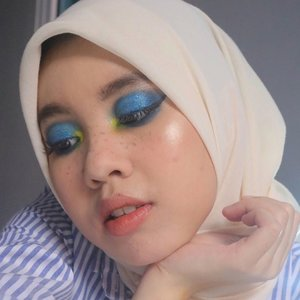 Finding Dory �  PRODUCTS:  @studiotropik Flawless Priming Water @lancomeofficial Teint Idole Ultra Wear Foundation @wardahbeauty Liquid Concelear 01  @makeoverid Powerstay Powder Foundation @wardahbeauty Eyexpert Optimum Hi-black Liner  @purbasarimakeupid Eyebrow Matic @gobancosmetic Moonlight highlighter 01 @esqacosmetics Blush On Bali @maybelline Total Temptation Mascara @beautyglazed Color Board Palette @sleek Oh So Special Eyeshadow Palette @rollover.reaction Lip Cream Moss @venuscosmeticind Soft Matte Lip Cream 01 Vanessa  #clozetteid #makeuplooks #makeup #dandanalatidi #beautyenthusiast  #beautybloggerindonesia #30daymakeupchallenge