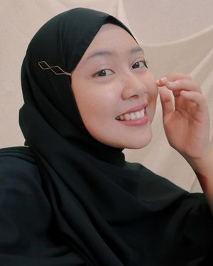 One more photo about a few days ago 🕊_tags: #clozetteid #beauty #hijab #black #indonesianwoman #woman #selfie #selflove #bloggerperempuan #beautybloggers #smile #blackhijab #warmtones #happy