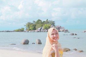🌞🌊 . . . #beach #clozetteid #hijab #beauty #sunkissed #indonesia #indonesian #selflove #yellowscarf
