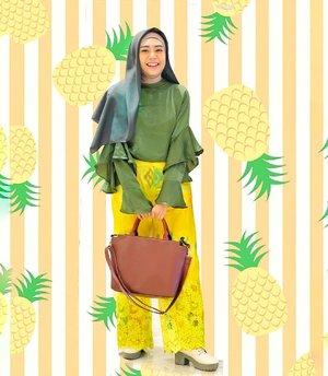 Pineapple color match ~ 😁🍍.Skalian yg mo fokus ke jilbabkuu, dari @fardjam.project yg ttp tegak di dahi dan juga bisa menjuntai , ahay 😍🥰 bahannya favorite, beda!! ..#ootdhijab #fashionpost #fashionblogger #hijabstyle #lifestyleblog #picsart #picsartedit #clozetteid