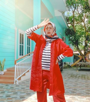 "Bangun pagi, mandi, apply sunscreen, makeupan, pakaian ngejreng! Ditanya mau kemana ?? Jawabannya ""berjemur"" ..Kangen bilang sama orang rumah ""bunda pergi dulu yaa, ada event pagii ini...daaahhh assalamualaikum."" ..Bersabar lagi ya, kita bukan stuck di rumah, tapi AMAN di rumah. ..Sulawesi selatan positif corona nya sudah mencapai 168 orang . Di daerah tempat tinggal saya belum ada yg ODP ataupun PDP apalagi positif, tp meski begitu kami semua tetap #StayHome di sini. ..Wilayah kalian gimana ?? Masyarakatnya kompak disiplinnya gak? ..#fashionblogger #fashioninspiration #covi̇d19 #berjemurchallenge #berjemur #vitamind #indonesianfashionblogger #fashionbloggerindonesia #clozetteid #ootdberjemur #ootdindo #sunbathıng"